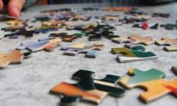 menyusun-kepingan-puzzle-jigsaw-bisa-menjadi-aktivitas-yang-menyegarkan-_130313174407-705
